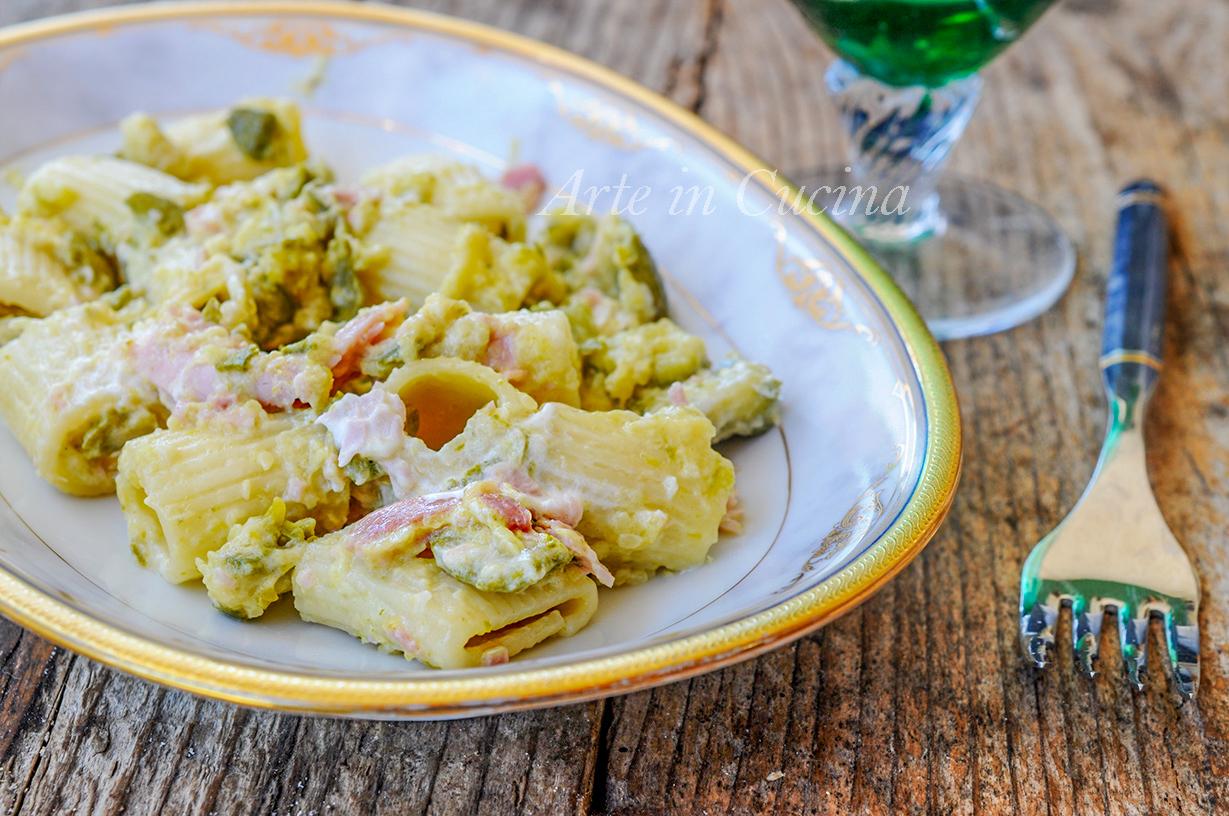 Pasta con prosciutto e zucchine cremosa