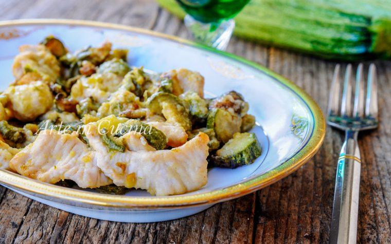 Straccetti di pollo e zucchine in padella facili e veloci