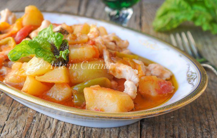 Straccetti di pollo peperoni e patate in padella