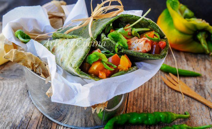 Tortillas agli spinaci con pollo e peperoni