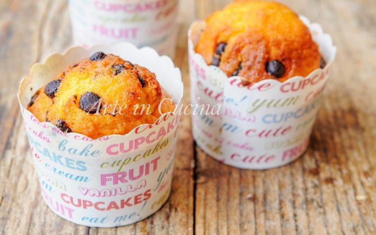 Muffin semplici con gocce di cioccolato veloci