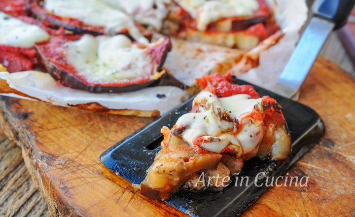 Pizza di melanzane al forno o in padella