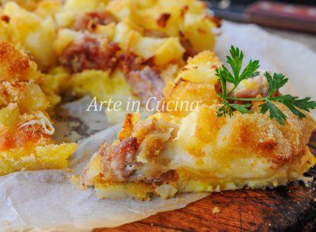 Sbriciolata di patate e salsiccia gratinata