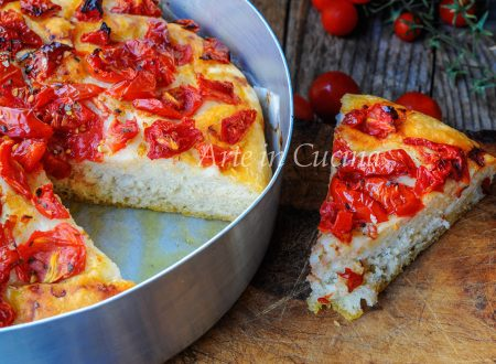 Focaccia ai pomodorini e origano bassa e soffice