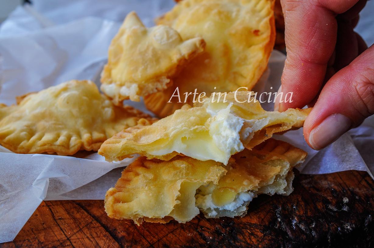 Fugasette al formaggio ricetta ligure focaccette vickyart arte in cucina