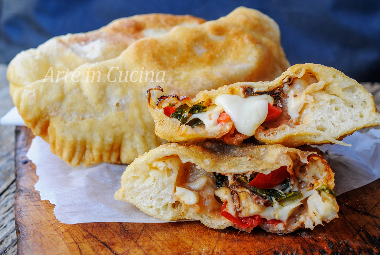 Pitoncini messinesi rosticceria siciliana calzoni fritti