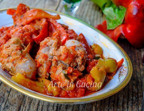 Peperoni con salsiccia in padella ricetta veloce