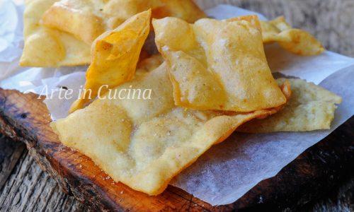 Sfoglie di pane croccanti fritte alla paprica chips veloci