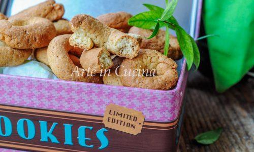 Ciambelline sarde al mirto e cannella biscotti veloci