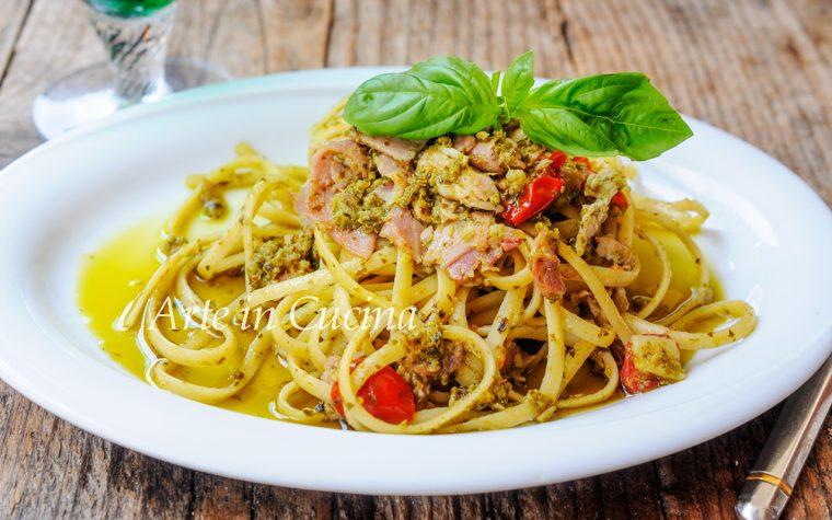 Spaghetti al pesto e prosciutto ricetta veloce