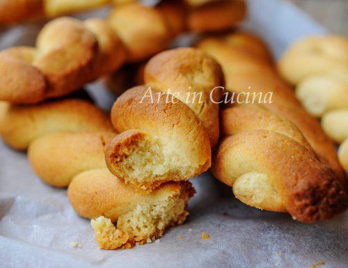 Treccine al miele biscotti golosi facili e veloci