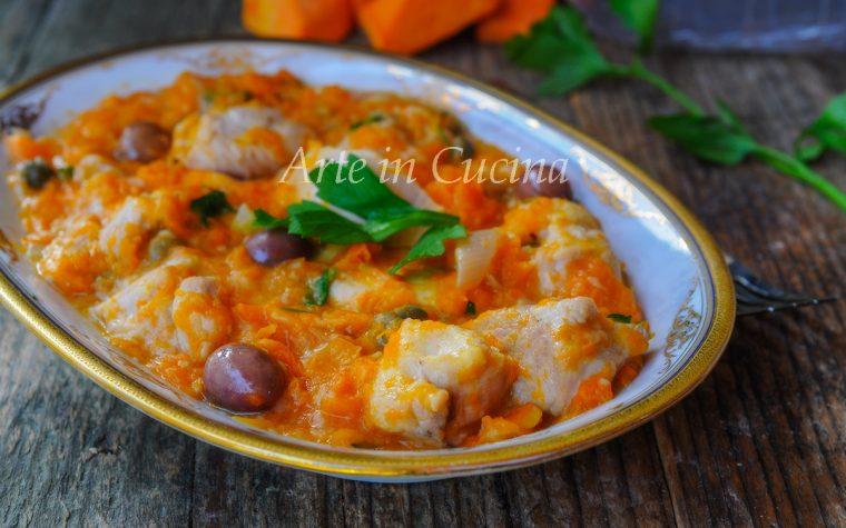 Bocconcini di pollo con zucca e olive in padella