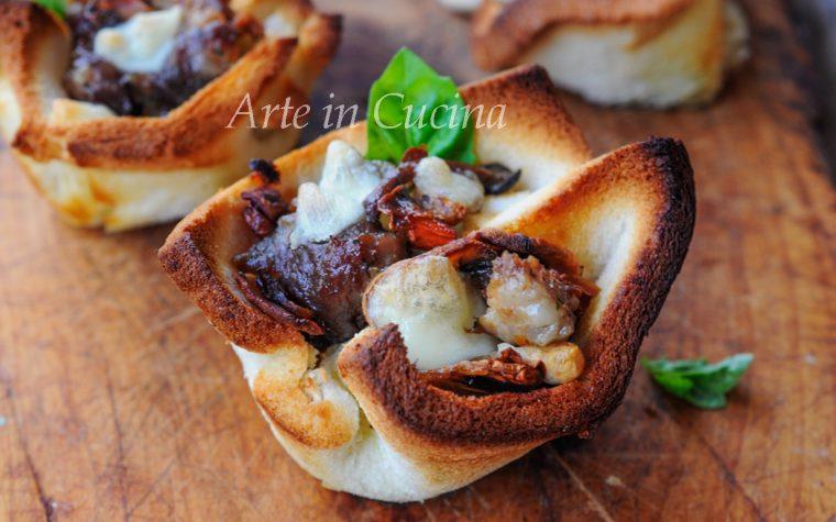 Cestini di pancarrè con funghi e salsiccia ricetta veloce