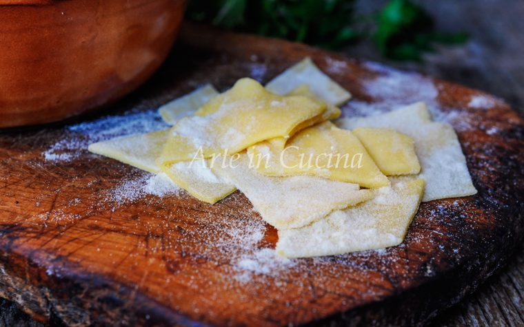 Maltagliati all'uovo pasta fatta in casa ricetta facile