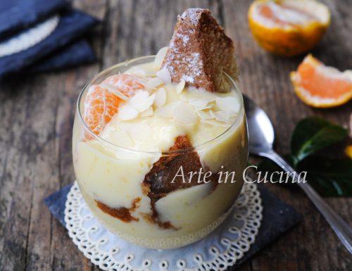 Coppa di pandoro con crema di mandorle e mandarino