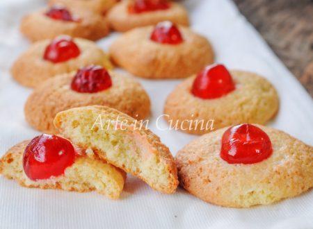Pastine di mandorle con ciliegie candite