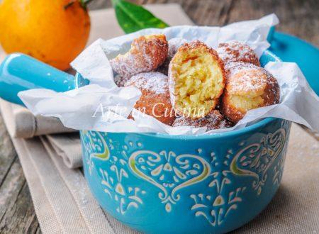 Castagnole ricotta arancia e mandorle