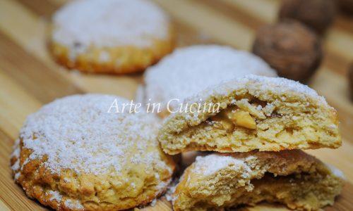 Panetti nociati al miele biscotti facili