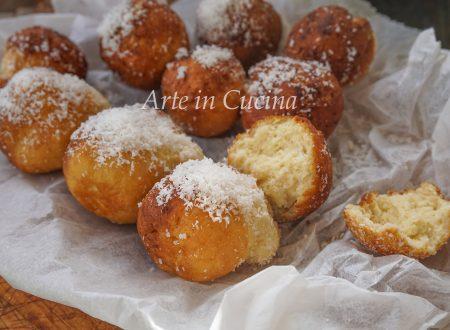 Castagnole al cocco dolci di carnevale