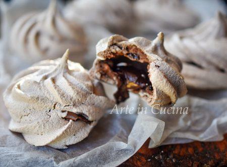 Meringhe al cioccolato ripiene di nutella