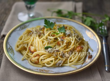 Spaghetti con alici e mollica veloci