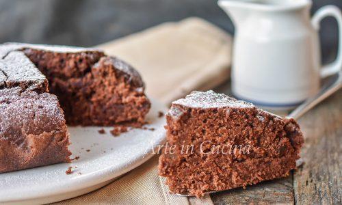 Torta senza burro e uova al cioccolato veloce