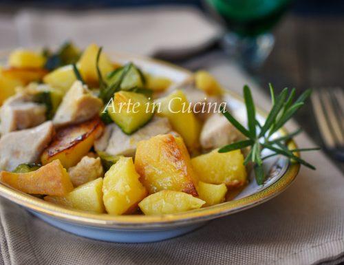 Bocconcini di pollo patate e zucchine