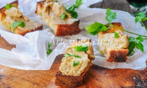 Crostini con crema di carciofi antipasto
