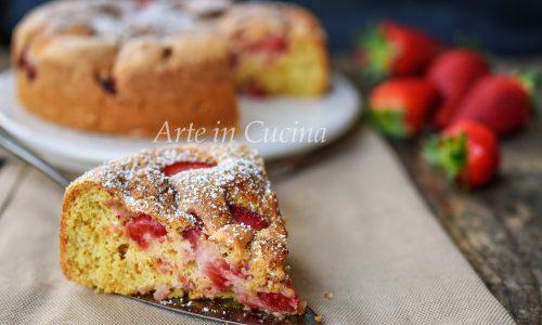 Torta morbida fragole e amaretti veloce