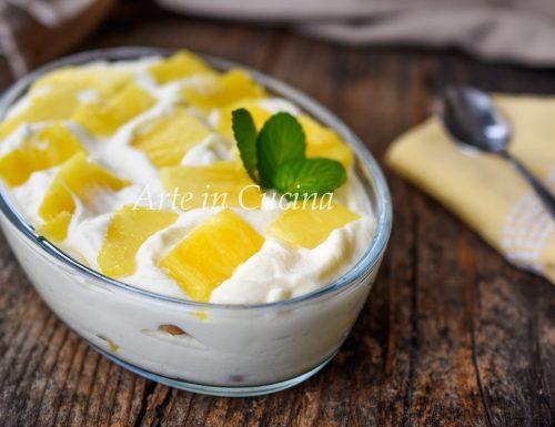 Dolce cremoso ananas e cioccolato bianco