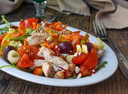 Insalata pollo e ceci ricetta leggera