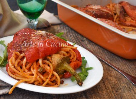 Peperoni ripieni di spaghetti capperi e olive