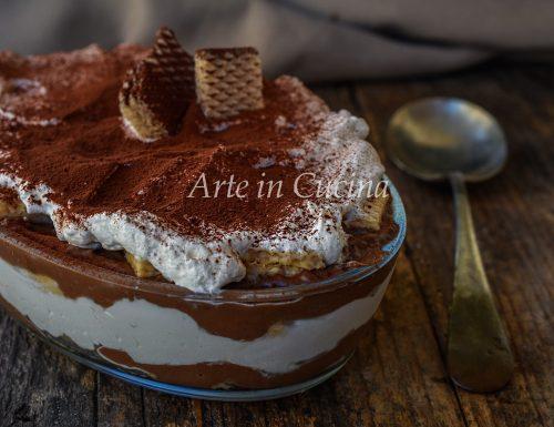 Tiramisù con wafer e crema al cioccolato
