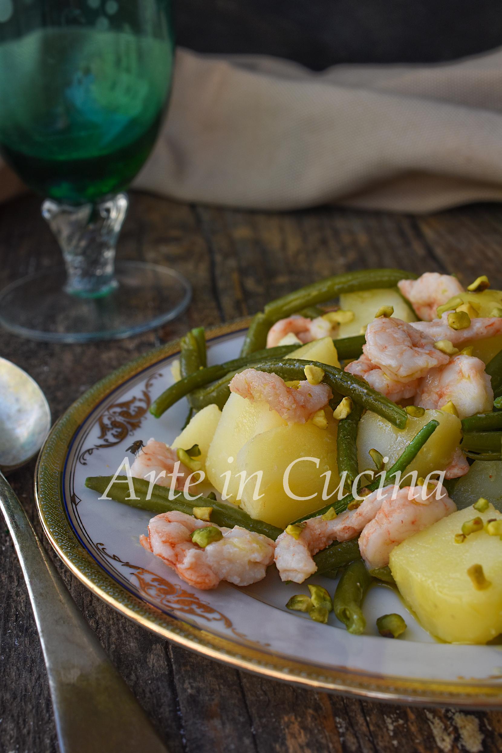 Insalata fagiolini e gamberetti con patate saporita