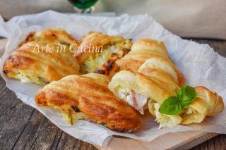 Sfogliatelle salate veloci ripiene con zucchine e formaggio