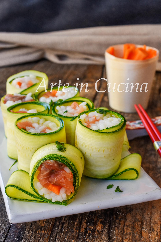 Sushi all'italiana con salmone ricetta veloce con zucchine
