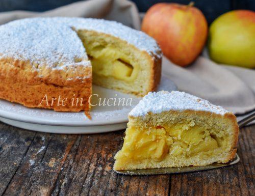 Crostata ripiena alla crema e mele