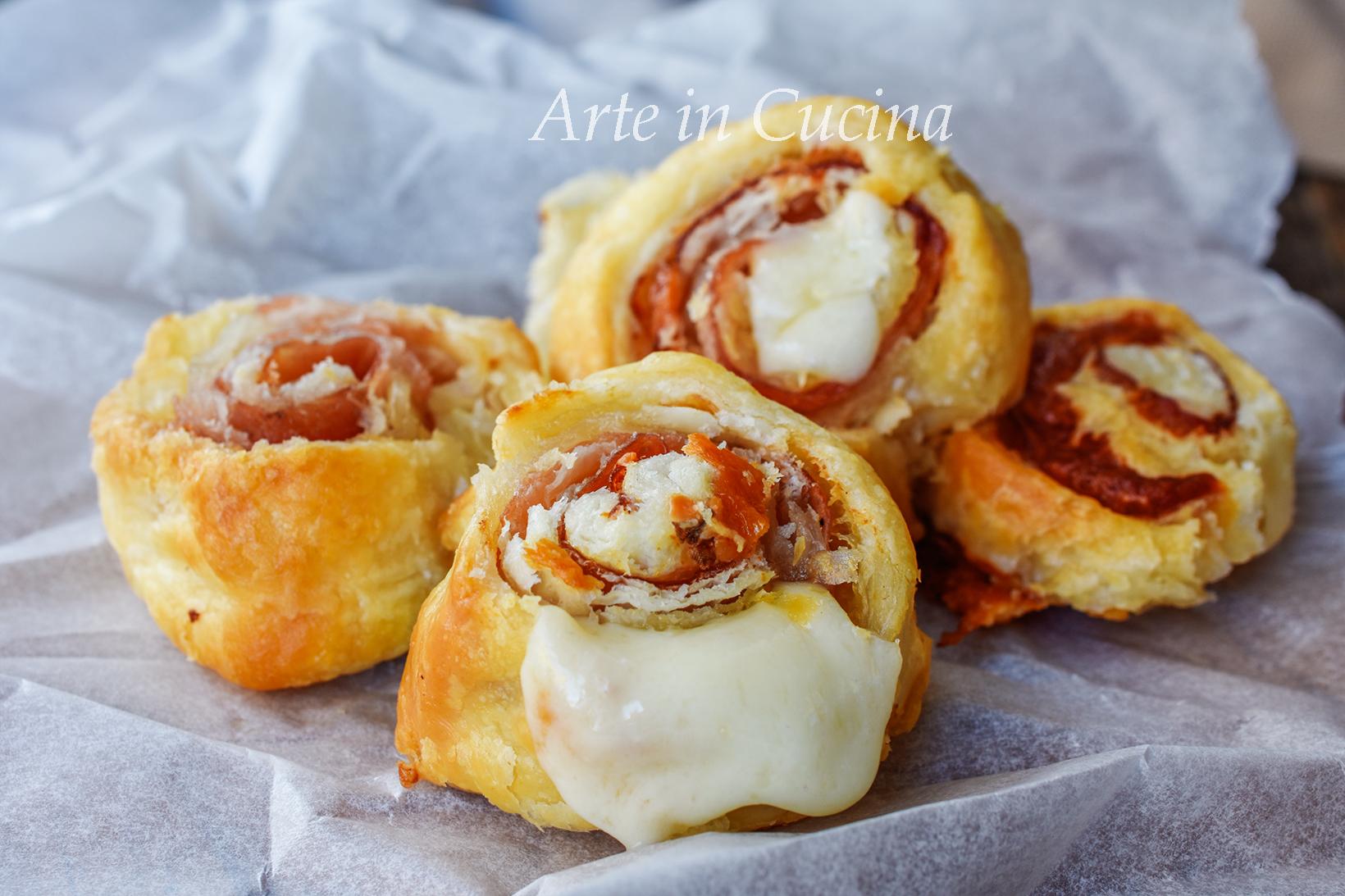 Girelle di sfoglia speck e formaggio