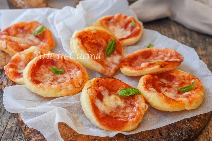 Pizzette di sfoglia al pomodoro snack veloce
