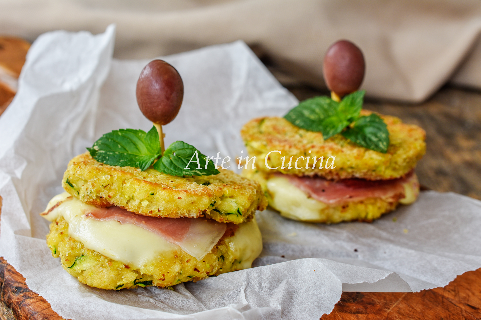 Burger di pane con formaggio e speck