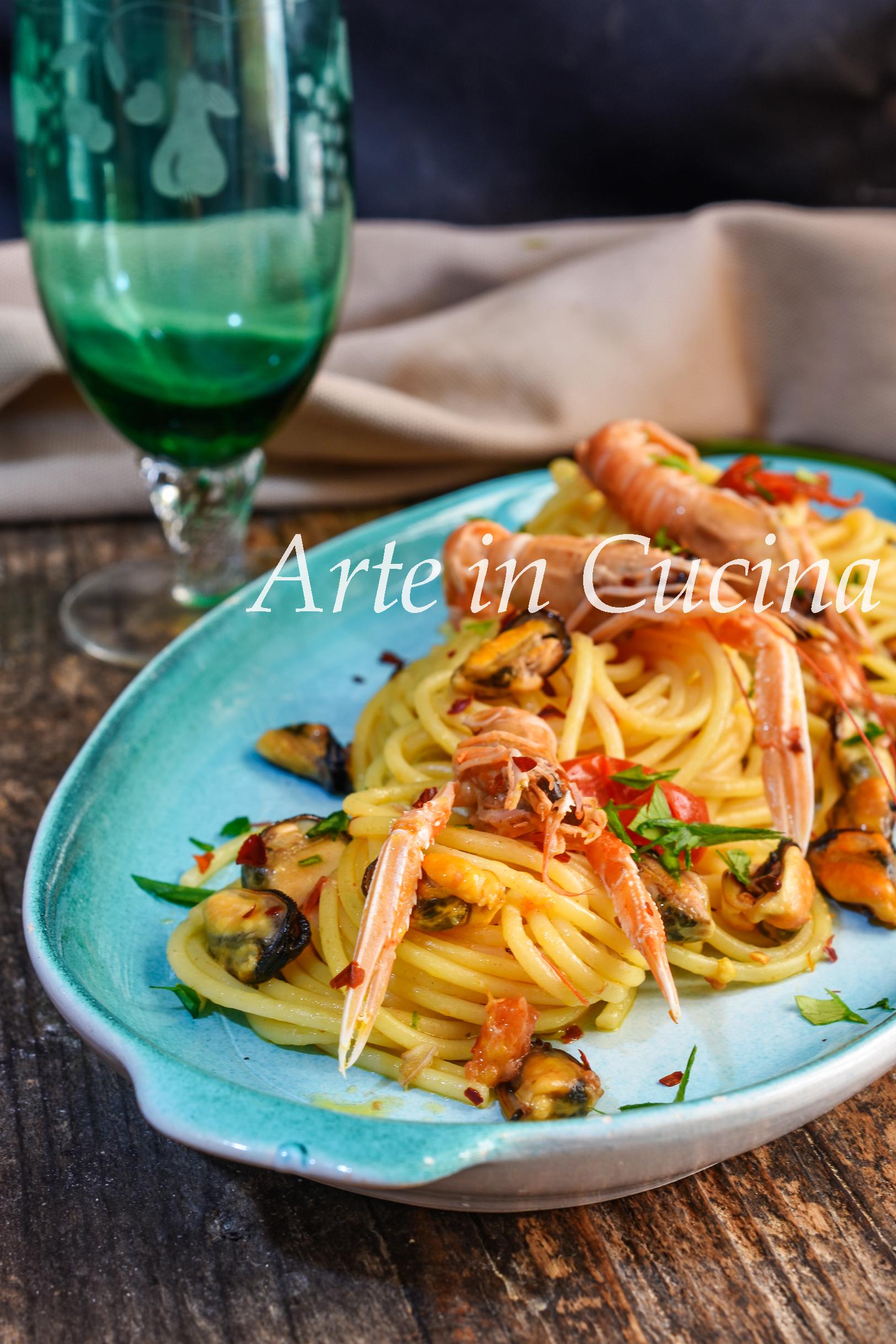 Spaghetti scampi e cozze ricetta veloce