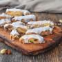 Biscotti con mandorle e uvetta all