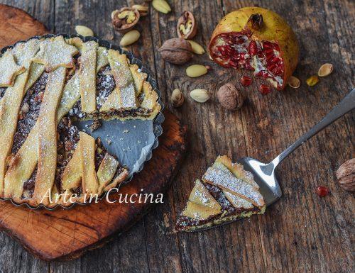 Crostata di Natale con frutta secca e cioccolato
