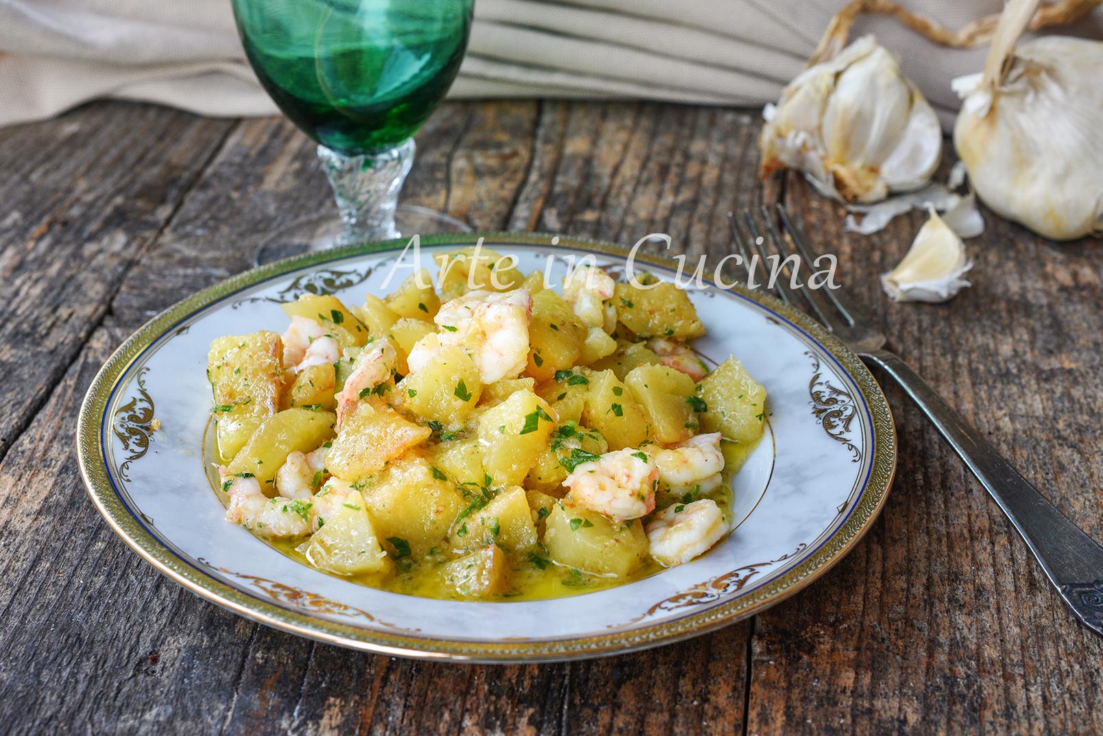 Gamberetti con patate in padella