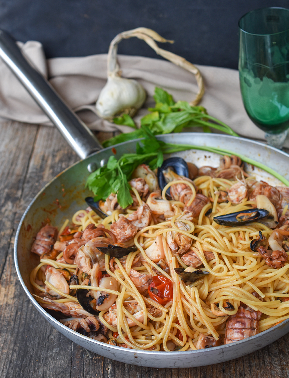Spaghetti cozze e seppie piatto di pesce
