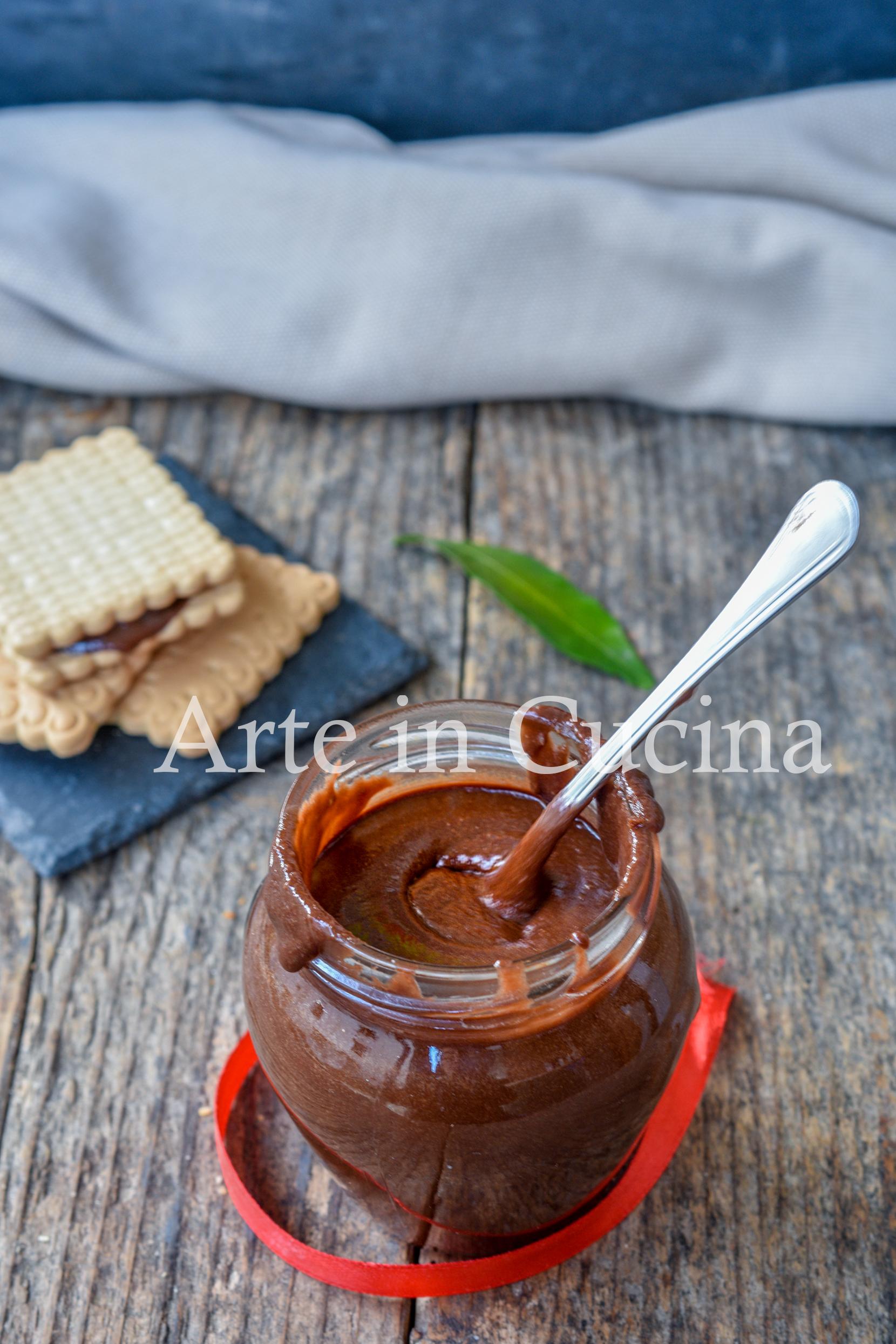 Crema spalmabile di biscotti e nocciole