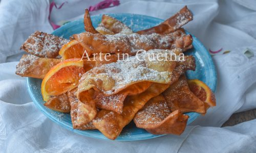 Chiacchiere all'arancia dolci di carnevale