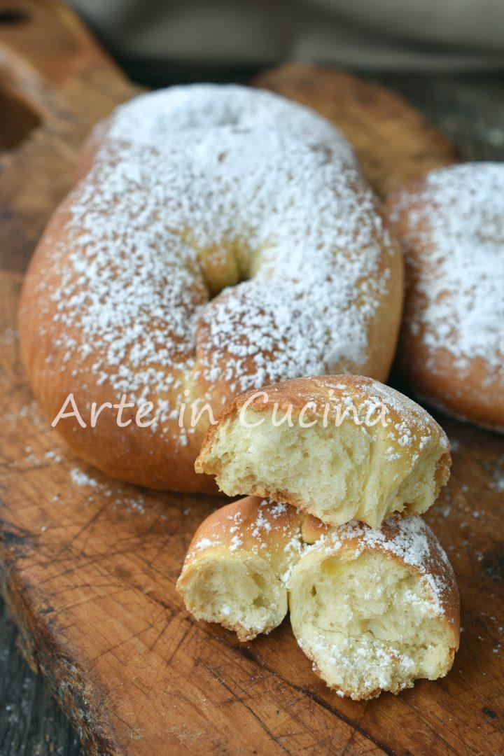 Ciambelle lievitate soffici alla vaniglia
