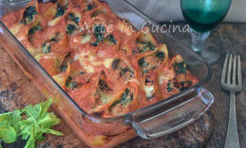 Conchiglioni con spinaci e salsiccia