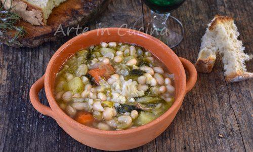 Zuppa di fagioli e patate con verdure